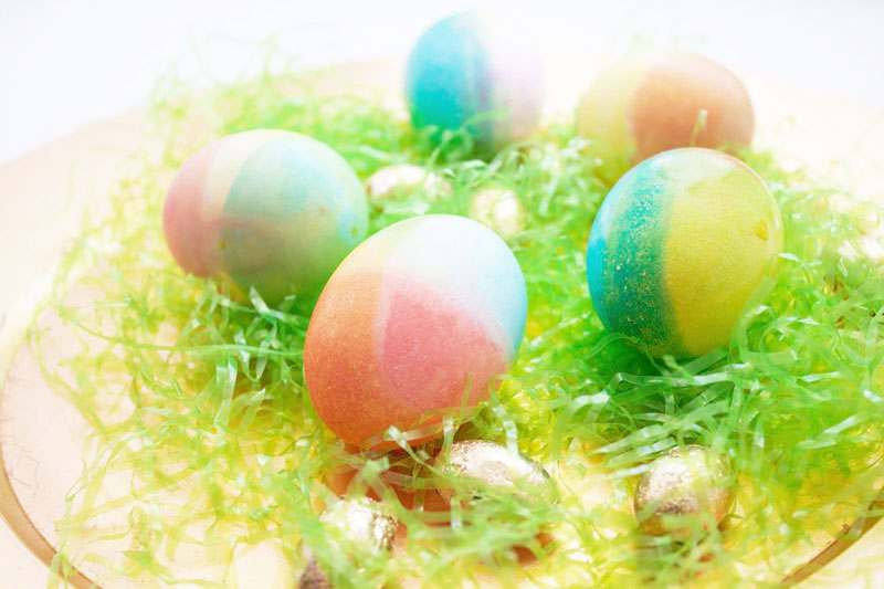 Make beautiful plaid eggs this #Easter (complete with a video tutorial!) #eastereggs