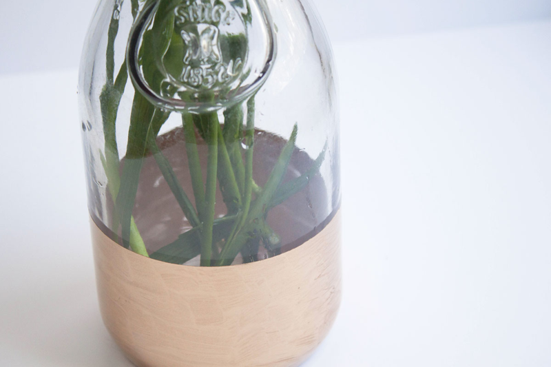 DIY one-step gold leaf vase