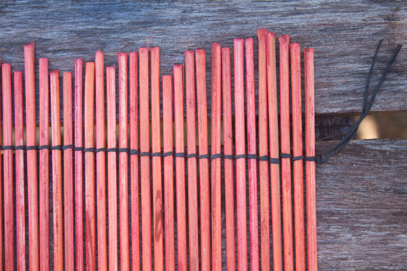 Dye barbecue skewers and weave together for one-of-a-kind placemats. (Click through for DIY!)
