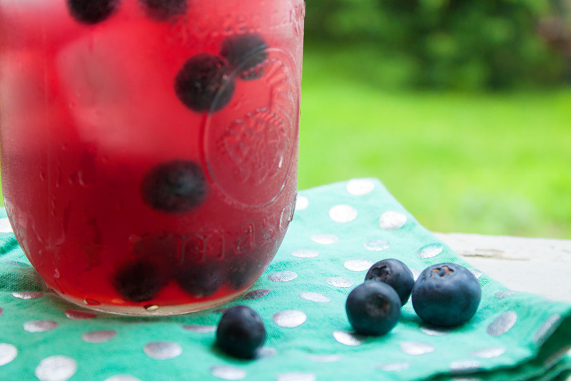 The perfect summer cocktail: Blueberry vodka lemonade (click through for the recipe!)