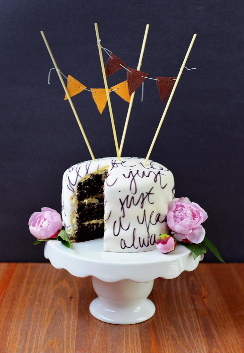 Anniversary cake: Vows written on fondant!