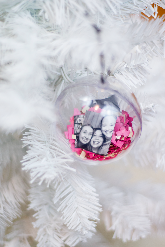 Easy photobooth ornament DIY