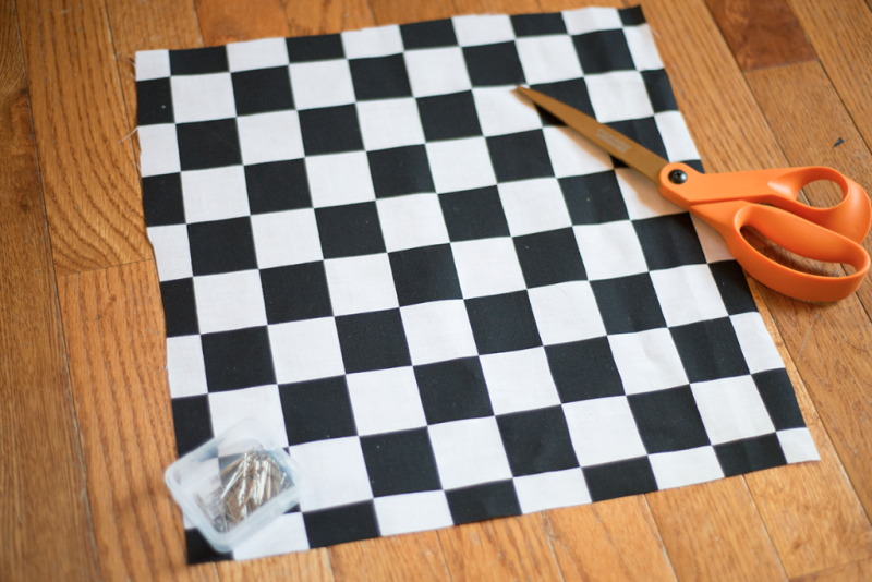Make your own rustic checkers set! (Pinning for camping trips)