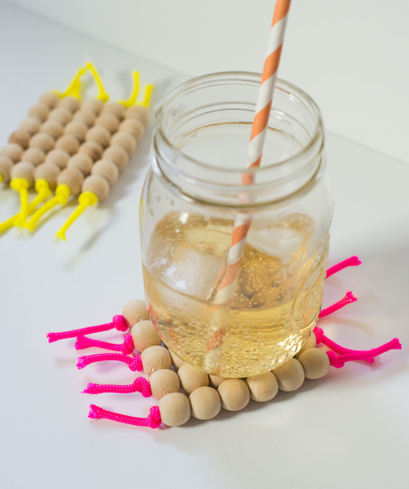 DIY wooden bead and parachute cord coasters (Click through for the tutorial!)