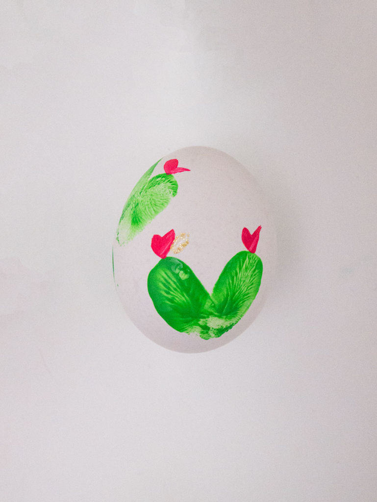 DIY fingerpaint cactus Easter eggs