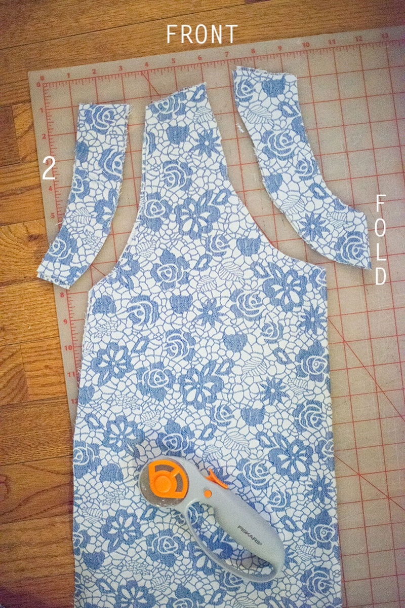 Click through for a free tutorial on how to sew a tank top (with an external zipper in the back)