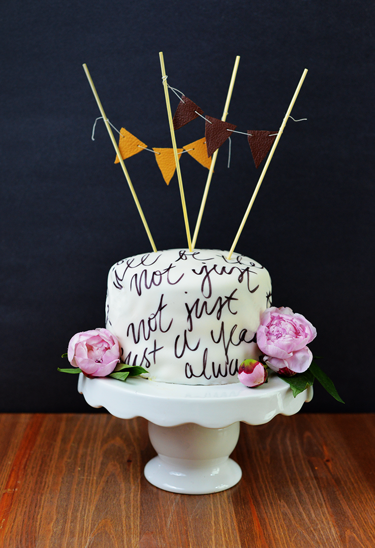 Anniversary cake: Vows written on fondant!