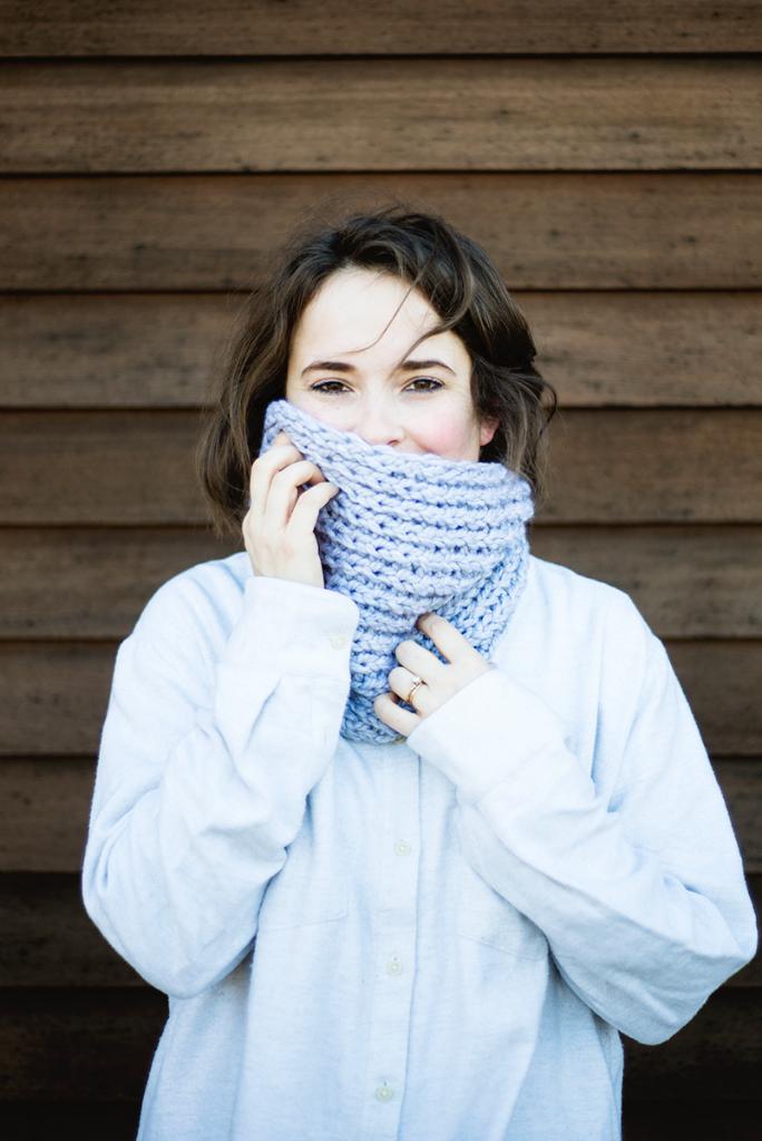 DIY chunky knit cowl –free pattern