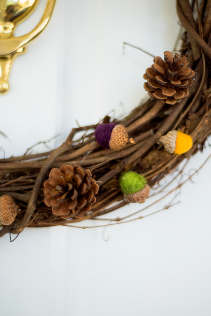 DIY felted acorn fall wreath