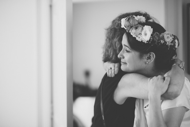 Hugging Mom before the wedding / Love + Perry Photography