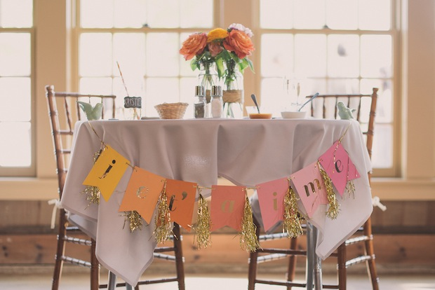 """Sweetheart table with """"Je T'aime"""" banner / Love + Perry Photography"""