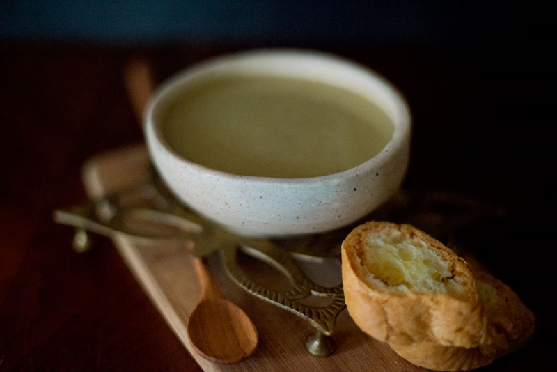 Click through for an amazing recipe for potato-leek soup! #glutenfree #dairyfree