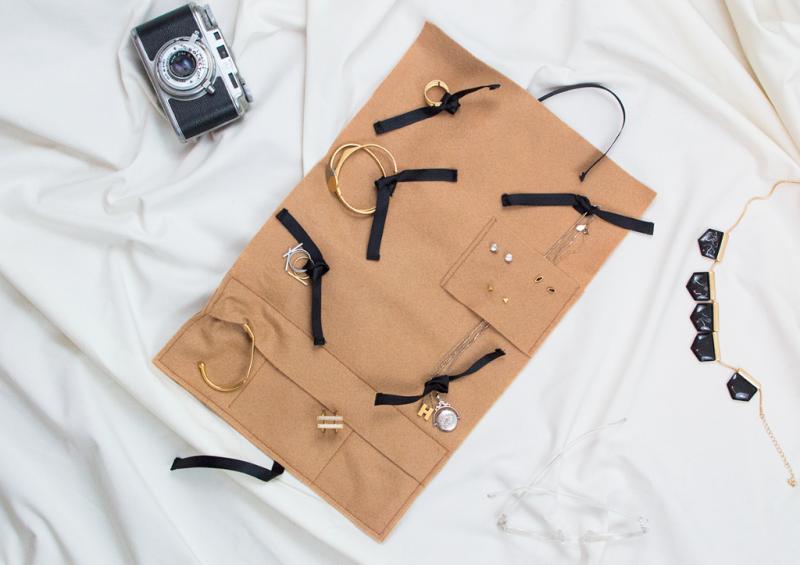 Sew a travel jewelry organizer (free tutorial)