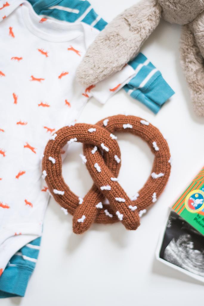 DIY pretzel rattle knitting pattern